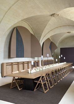 Paris design duo Jouin Manku redesigned the interior of an old Saint-Lazare monastery, creating Abbaye de Fontevraud - a magnificent hotel and restaurant. Restaurant Design, Hotel Restaurant, Design Hotel, Western Restaurant, Interior Design Color Schemes, Modern Interior Design, Interior And Exterior, Kitchen Interior, Commercial Design