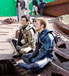 Behind scene Chris Pine Movies, John Cho, Star Trek 2009, Star Trek Movies, Spock, Space Travel, Trekking, Gentleman, Tv Shows