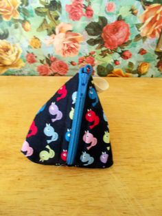 Check out this item in my Etsy shop https://www.etsy.com/uk/listing/269703903/multicoloured-bird-coin-purse-pyramid