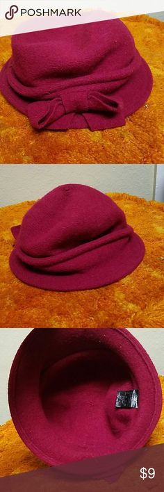 Maroon Bow Hat This is a cure maroon hat with a on the side. Rim has wire inside and it is a soft wool like material.  Open to offers and feel free to ask questions! D&Y Accessories Hats
