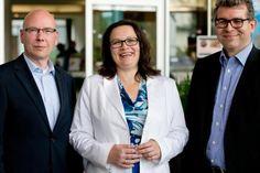 """Newsticker """"Arbeiten 4.0"""" München - Bundesarbeitsministerin Andrea Nahles (SPD) setzt in der neuen Arbeitswelt auch auf betriebliche Lösungen."""
