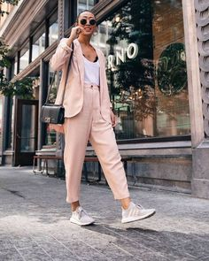Thinking about styling suit and sneaker to be an outfit at work but have no idea with inspiration? This 20 street style outfits will help you. Mode Ootd, Mode Hijab, Fashion Mode, Moda Fashion, Fashion Stores, Fashion Beauty, Girl Fashion, Womens Fashion, Suits And Sneakers