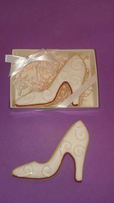 Shoe cookies~            No source, ivory heels, filigree