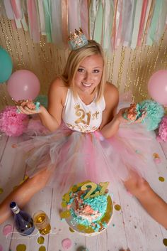 OH MY GOSH…. For real, tell me who doesn't want to celebrate their birthday milestone with some cake and wine and your best friends? Birthday Cake Smash, Adult Birthday Party, 21st Birthday, 21st Bday Ideas, 30th Birthday Ideas For Girls, Adult Cake Smash, Birthday Goals, Golden Birthday, Cake Smash Photos