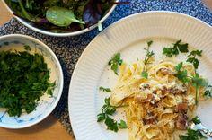 Pasta eller Spaghetti Carbonara er en af de retter, hvor behovet for nem, super lækker og lynhurtig mad går op i en højere enhed - se opskrift her