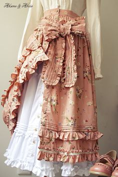 Oh my goodness! I love the details on this skirt! I love all the ruffles and that thick bow with little ruffles on the edge of it is to die for.