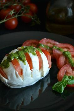 Mille Modi Per Preparare La Caprese - Hotel Residence Turium Best Italian Dishes, Italian Recipes, Mozzarella, My Favorite Food, Favorite Recipes, Wine Recipes, Cooking Recipes, Antipasto, Creative Food