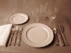 How to set a table correctly - five different styles