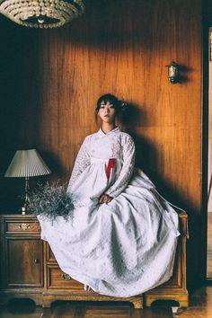 Adore these modern korean fashion Korean Traditional Clothes, Traditional Fashion, Traditional Dresses, Korean Dress, Korean Outfits, Hanbok Wedding, Modern Hanbok, Korean Wedding, Costume