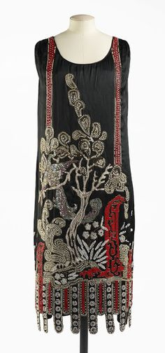 Haute Couture dress by French designer Jean Patou named Nuit de Chine from Beaded Art Deco Nouveau Source by dress art 20s Fashion, Moda Fashion, Art Deco Fashion, Fashion History, Fashion Week, Vintage Fashion, Fashion Design, Paris Fashion, Flapper Fashion