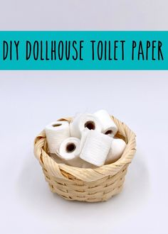Decorate your dollhouse bathroom with mini rolls of toilet paper. Homemade Dollhouse, Dollhouse Miniature Tutorials, Miniature Crafts, Miniature Dolls, Diy Dollhouse Miniatures, Dollhouse Ideas, Miniature Houses, Dollhouse Dolls, Barbie House Furniture