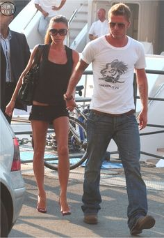 Victoria and David in Italy - 2006, then also I reazlized, they always wear mixed colors clothes :D