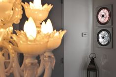 Welcoming home is very important: a chandelier from Italy with curved venetian glass can be the perfect light to make your coming back home warm and intimate