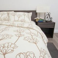cotton sateen bedding set with floral motifs. Includes 1 duvet and 2 shams. Product: 1 Full/Queen duvet cover and 2 s. Queen Bedding Sets, Duvet Sets, Queen Beds, Queen Duvet, Bed Sets, Mono Floral, Floral Motif, Beige Duvet Covers, Loft