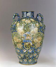 Adolfo De Carolis (attr.) -  Vaso floreale, 1900 ca., maiolica policroma. Firenze, Museo Stibbert