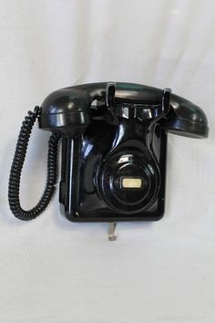 TELEFONO DE PARED ANTIGUO (Teléfonos - Teléfonos Antiguos) Vintage Phones, Vintage Telephone, Sweet Memories, Childhood Memories, Country Girl Boots, Nostalgia, Phone Backgrounds Tumblr, Retro Phone, Vintage Soul