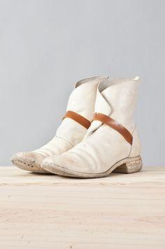 Carol Christian Poell. BOtas são a melhor opção para sair do binário sapato ou mocassin! Boots Rocks!