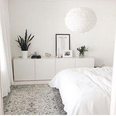 no Da avslutter vi kvelden med dette herlige soverommet hos… Minimalist Bedroom, My New Room, House Rooms, Home Decor Inspiration, Decor Ideas, Decorating Ideas, Home And Living, Slow Living, Living Room