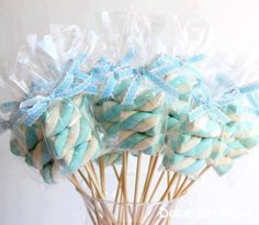 15 ideas for maternity party favors to stir the senses - Mama Prática - Marshmallow lollipops for baby shower or birth party favors - Deco Baby Shower, Shower Party, Baby Shower Parties, Baby Boy Shower, Frozen Birthday Party, Frozen Party, Birthday Parties, Party Favors, Baby Shawer