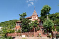 【兵庫県 北野異人館街】神戸港開港にともなって,旧居留地でビジネスを持つ外国人たちが居宅をかまえたのが北野地区で、国指定重要文化財でもある「風見鶏の館」のほか,「ラインの館」,「萌黄の館」など,20弱の洋館が一般公開されています。 http://www.hyogo-tourism.jp/tabinet/aruki/11/ #Hyogo_Japan #Setouchi