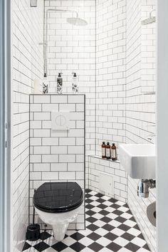 75 simple tiny space bathroom ideas on a budget (33) #whitebathrooms #tinybathrooms