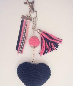 Llaveros con corazon tejido al crochet, gran variedad de colores....