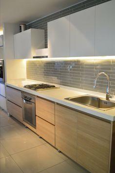 Kitchen Sets, Kitchen Tiles, Kitchen Dining, Kitchen Cabinets, Home Design Living Room, Dining Room Design, Kitchen Ceiling Lights, Duplex House Design, Stylish Kitchen