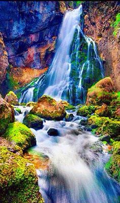 Beautiful waterfalls are found all over the world, often in wildly remote locations and areas of stunning natural beauty, so are appealing subject matter for Beautiful Nature Pictures, Beautiful Nature Wallpaper, Beautiful Gif, Amazing Nature, Nature Photos, Beautiful Landscapes, Beautiful World, Nature Nature, Gif Bonito