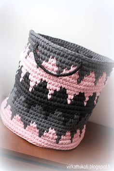 kirjovirkkaus ohje,kirjovirkkaus, kirjovirkattu kori, virkattu iso kori, tapestry crochet, tapestry crochet video tutorial, tapestry crochet basket