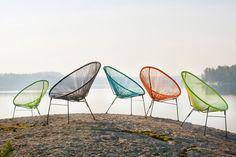 Kesän väripilkku Snören on hauskan rento ja nuorekas lepotuoli. Alumiinirunko ja muoviset narupunokset tekevät tuolista kevyen ja helpon käsitellä. Tuoli on pinottava, joten nämä on helppo säilyttää päällekkäin.