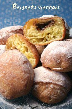 J'ai trouvé cette recette dans le Larousse des desserts ! Pour un délicieux goûter c'est impec en cette période de vacances … Ces beignets sont réalisés sur une base de pâte à brioche que l'on fait cuire dans de l'huile. Pour la pâte à brioche que j'ai...