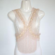 Très grande applique beige plastron décorative bohème sequin à longues franges en perle de nacre : Déco, Customisation Textile par talibellule