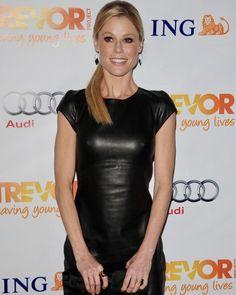 Julie Bowen, Black Leather Dresses, Ootd, Young Life, Models, Celebs, Celebrities, Modern Family, Celebrity Pictures