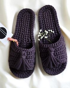 Simple Crochet Slippers - Page 50 of 50 - hotcrochet .com Simple Crochet Slippers - Page 50 of 50 - Crochet Shoes Pattern, Crochet Slippers, Free Crochet Slipper Patterns, Crochet Slipper Boots, Knitting Patterns, Crochet Gifts, Diy Crochet, Simple Crochet, Crochet Dolls