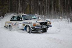 Vintage Volvo Road race / rally in the snow