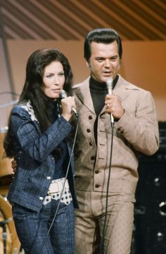 Conway Twitty and Loretta Lynn Best Country Music, Country Music Artists, Country Music Stars, Country Songs, Folk Music Artists, Country Videos, Country Quotes, Conway Twitty, Top 10 Hits