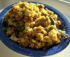 Paula Deen, the queen of Southern cooking on The Food Network, has the best recipe for Southern cornbread stuffing. Food Network Thanksgiving, Thanksgiving Stuffing, Thanksgiving Dressing, Thanksgiving Sides, Thanksgiving Desserts, Southern Thanksgiving Recipes, Christmas Desserts, Thanksgiving 2017, Thanksgiving Recipes Side Dishes Paula Deen