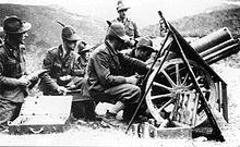 Artiglieria alpina sul fronte dell'Adamello, mentre si appresta a fare fuoco con un pezzo da 75/13.