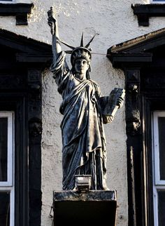 Hidden historical gems of Liverpool. Statue of Liberty above a bar on Lime Street. Photo by Gavin Trafford. Liverpool Town, Liverpool England, History Pics, Local History, Manchester Street, King John, New Brighton, Tower Of London, Places Of Interest