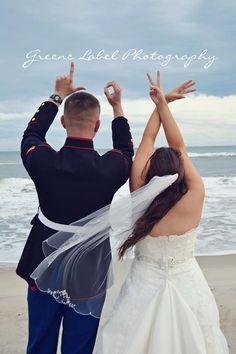 A-M-O-R | 42 ideas para fotos de boda increíblemente divertidas que vas a querer copiar
