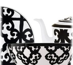 Hermes Balcon du Guadalquivir China in black. Graphic and bold, the scenery recalls the ironwork of Andalusian towns.