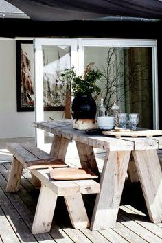 Terrasse inspiration - 20 skønne eksempler her Outdoor Dining, Outdoor Spaces, Outdoor Decor, Rustic Outdoor, Rustic Deck, Outdoor Tables, Patio Dining, Rustic Modern, Diy Garden Furniture