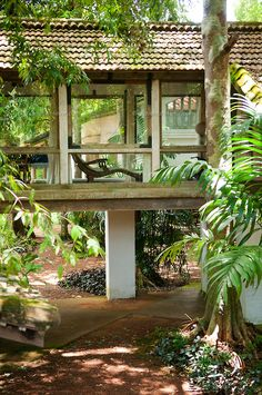 Sri Lanka, September Lunuganga Estate was the country home of the renowned… Sri Lankan Architecture, Tropical Architecture, Beautiful Architecture, Interior Architecture, Interior And Exterior, Studio Mumbai, Raised Patio, Garden Design, House Design