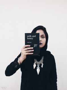 book review of Milk And Honey - a poetry collection of Rupi Kaur, by Noor Unnahar (with aesthetically pleasing tumblr photography)