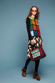 The complete Orla Kiely Fall 2018 Ready-to-Wear fashion show now on Vogue Runway. Pop Art Fashion, Knit Fashion, Colorful Fashion, Womens Fashion, Fashion Design, Modern Fashion, Orla Kiely, Together Fashion, Winter Typ