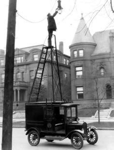 Model T street light maintenance truck. 1926 Ford Model T street light maintenance truck. 1926 Model T street light maintenance truck. Vintage Pictures, Old Pictures, Old Photos, Random Pictures, Funny Pictures, Photo Vintage, Vintage Cars, Street Lamp, Interesting History