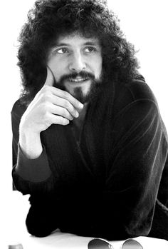 Lindsey Buckingham--This man's genuine talent was eclipsed by the illusory stage presence of his initial partner (Stevie Nicks). I think the same could be said for Christine McVie. They were both over-shadowed by an illusion. Stevie Nicks Lindsey Buckingham, Buckingham Nicks, Members Of Fleetwood Mac, Stevie Nicks Fleetwood Mac, Steve Perry, Jim Morrison, Pink Floyd, Rock Music, Rock Bands
