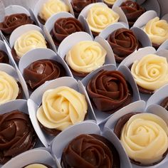 It is anything but difficult to make noteworthy and tasty natively constructed chocolates for loved Chocolate Delight, Chocolate Shop, Chocolate Pies, Chocolate Lovers, Chocolate Cookies, Wedding Desserts, Mini Desserts, Dessert Recipes, Baking Business