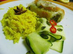 strudel de alheira com maçã e grelos, arroz de gengibre com especiarias e courgette com chili e sementes de abóbora