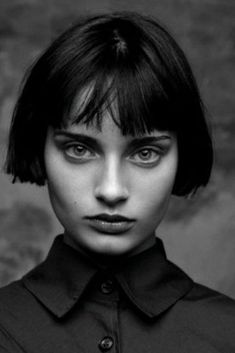 Face Photography, Photography Women, Photographie Portrait Inspiration, Pelo Bob, Girl Short Hair, Black And White Portraits, Grunge Hair, Female Portrait, Woman Face
